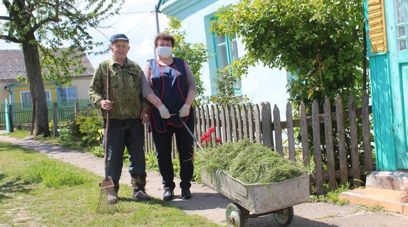 Всё начинается с заботы. О помощи пожилым во время пандемии рассказывает директор ЦСОН Кореличского района Инесса Семибратова
