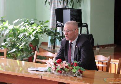 Миряне собрались на встречу с председателем районного Совета депутатов Александром Шкадовым