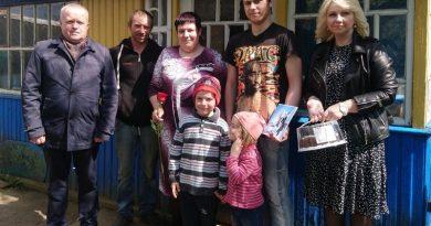 В Мирском сельском совете поздравили многодетные семьи с Днем семьи