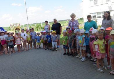 Выхаванцы і работнікі ДУА «Яслі-сад г.п. Мір» прынялі ўдзел ва Усебеларускай хвіліне маўчання