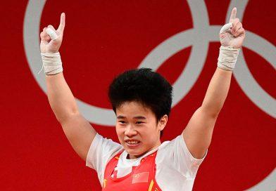 Китаянка Хоу Чжихуэй стала олимпийской чемпионкой по тяжелой атлетике в весе 49 кг