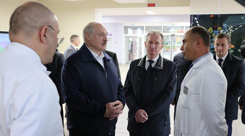 «Представьте, что война и мы живем в военное время». К чему призвал Александр Лукашенко медиков в Боровлянах