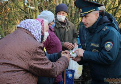 Во время профилактической отработки деревни Березовец, где недавно на пожаре погиб человек, выяснилось, что сельчане по-прежнему курят в постели