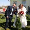 Молодожены Александр и Оксана Станкевич посадили семейное дерево возле Кореличского ЗАГСа
