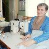 Спустя 32 года трудового стажа швея Татьяна Денис из Мира по-прежнему влюблена в свою профессию