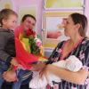В день 75-летия Гродненской области активисты Белорусского союза женщин с поздравлениями посетили Кореличский роддом